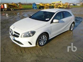 MERCEDES-BENZ A200D Business 4 Matic - automobil