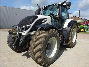 Kolesový traktor Valtra T214D Direct Smart Touch